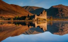 Scotland Landscape Photography/ Kilchurn Castle at Autumn sunrise
